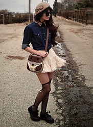 KENDALL SANCHÈZ - Tan Hat, Leopard Collar, Petticoat Skirt, American Eagle Cross Necklace, Target Racoon Bag - .Petticoon.