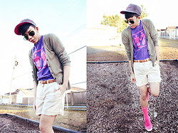 Joseff Lopez (Seffinisto) - Tomy Hilfiger Beige Rolled Up Shorts, H&M Pink Sneaker, Nike Cap - Love knows no gender