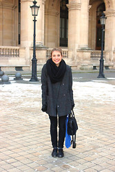 Camille S. - Gap Snood, Maison Scotch Coat, Sandro Leather Gloves With Bows, Maje Favorite Bag, Gap Skinny Jeans, Robert Clergerie Oxford Shoes - LE LOUVRE