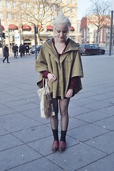 Charlie M. - Mavi Cape, Primark Blouse, H&M Socks, Tamaris Slippers, Diy Tote Bag - Bigcitydreams