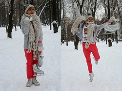 Bright Flight - Zara Trousers, Zara Scarf, Converse Sneakers - My Memories is the Christmas in Vienna!