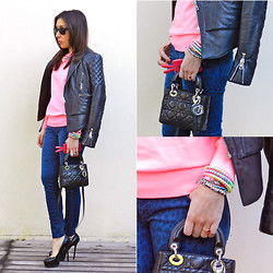 Carolina Brighi - Zara Neon Pink Sweater, Current Elliott Leopard Blue Jeans, Christian Dior Black Leather Bag, Topshop Neon Jewelry - Neon pink/ Leopard jeans