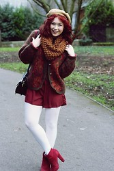 Laura Roberts - Urban Outfitters Playsuit, H&M Snood, Vintage Cardigan - Knitwit