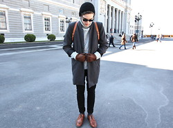 Ramiro G. - Rgv Coat, Caramelo Sweater - Winter 3.0.