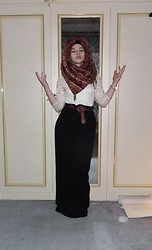 Lina Hussein - Topshop Lace Dress, Primark Belt, A Market In Holland Hijab - The clock forgets to tick & I the same...