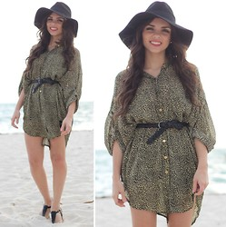 Daniela Ramirez - Furor Tunic  Beach Cover Up, Forever 21 Hat, Nine West Sandals - Day at the beach!
