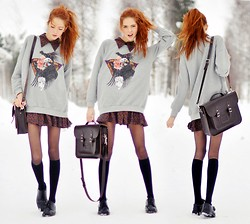 Ebba Zingmark - Satchel, Olive Clothing Sweater, Olive Clothing Dress, Secondhand Shoes - Indian Chief