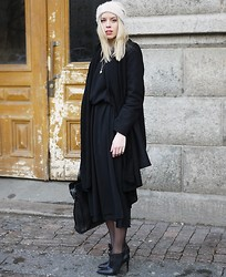 Hanna S - Åhléns Hat, Vintage Dress, Cos Coat, Dinsko Shoes - FRIDAY