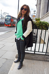 Sofia Flobrant - Acne Studios Knitted, Zara Jacket, Ray Ban Glasses - @the streets of London