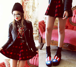 Bebe Zeva - 80s Purple Mirrored Sunglasses, Yes Style Tartan Skirt, Natural Colour American Flag Creepers - PUNK PATRIOT