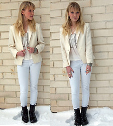 Meri - - H&M Shirt, Only White Jeans, Seppälä Boots, Glitter Cross Ear Cuff - Hard Feathers