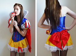 Mademoiselle Nadine - Amazon Costume, H&M Headband, Garden Apple - Snow White for carneval