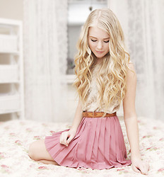 Fanny Lindblad - H&M Skirt - WITH MY PINK SKIRT ON
