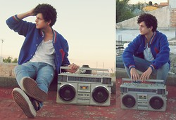 Axel Marquez - Vintage School Jacket, Bershka White T Shirt, Vans - °Loving the Music..!!