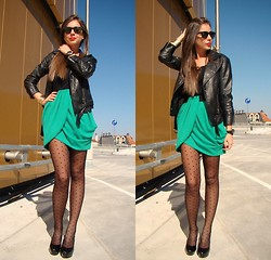 Maya M. - H&M Skirt - Go green