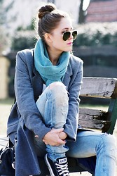 Kasia Szymków - Secondhand Scarf, H&M Coat, Zara Ripped Jeans, Converse, Ray Ban Sunglasses - Sounds Like A Melody