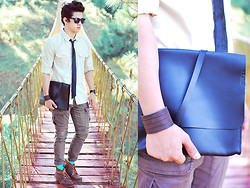David Guison - Hide Leather Case, Flying Dutchman Button Down, Sm Cargo Pants - Temple Run