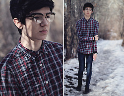 Dallas Harder - Glasses, H&M Plaid Shirt - I DON'T BELONG
