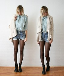 Sietske L - Chic Wish Cut Out Shoulder Shirt, Chic Wish Waterfall Jacket, Levi's® Levis Shorts, Dr. Martens Boots - Open shoulders.