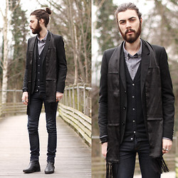 Tony Stone - A.P.C. Shirt, H&M Fake Slik Scarf, Vintage Black Ankle Boots - I havn't fashion blog.