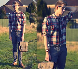 Rob Evans - Topman Loafers, H&M Shirt, Vintage Belt, Swatch Watch, Topman Bag, H&M Trousers - Summer's in the air and baby, heaven's in your eyes