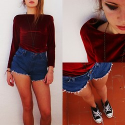Clara Gmz - Vintage Red Velvet Dress, Wrangler Vintage Denim Shorts, Converse Black, Diy Cross Necklace - I, I live among the creatures of the night