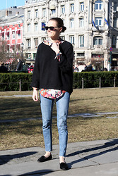 Sara Strand - Zara Loafers, Cos Cut Off Jeans, Zara Shirt, H&M Sweater, Gucci Sunglasses - 120312