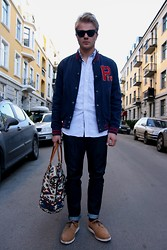 Sim L - Ray Ban Ray Ban Wayfarer, Polo Ralph Lauren Baseball Jacket, Second Hand Oxford Shirt, Weekday Selvedge Jeans, Vintage Navajo Bag, S/Double X Mark Mcnairy - On my way to school.
