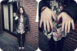 Jo (lespoirdemavie) Fashion blogger. - New Look Faux Fur Quilted Jacket, Vintage Floral Pastel Top/Dress, Primark Black Tights, H&M Coral Lace Loafers - Floral Pastels