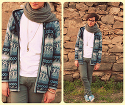 Roberto Ruggiero - Cardigan, Grey Skinnies, Primark Light Blue Plimsolls, Asos Necklace, Knitted Scarf - I want all the shades of blue..