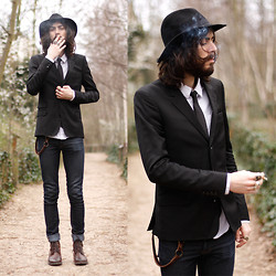 Tony Stone - Memento Clothing Shirt, H&M Black Hat, H&M Brown Shoes - Paradise