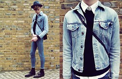 Ramon Miron - Levi's® Denim, Vintage Cross Bag - Say my name.