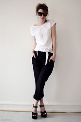 Isa Xoxo - Acne Studios Suit Pants, Cubus T Shirt, Topshop Shoes, Grey Ant Sunglasses - ISA