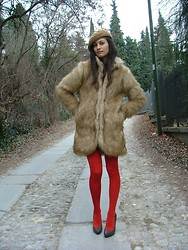 Vally T. (The Girlish Attitude) - All The Details On My Blog! - Faux fur and RED