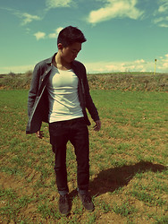 Maco Lawrence Lazaro - Lacoste Leather Boots, H&M Jeans, H&M Shirt, Zara Tee, Levi's® Leather Belt - Caelum, Ventus Et Terra