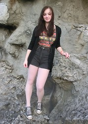 Tyna R. - New Yorker Tee, Camaieu Cardigan, Diy High Wasted Shorts, Converse Sneakers - In the rocks - blinking **