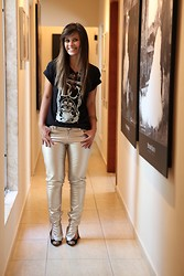 Lih Florencio - Dc Tee, Doc Dog Shiny Pants, Santa Lolla Scarpin, Dalaii Animal Bracelets - Shiny pants