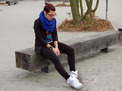 Kevin Nicolas - Nike White Air Af 1, American Apparel Blue Round Scarve - The Bookworm