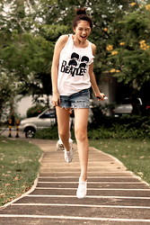 Dana Lee - Bazaar Beatles Top, Aeropostale Frayed Shorts, H&M White Shoes - ☼