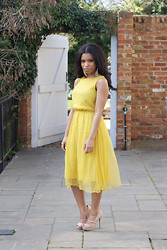 Shirley B. Eniang - Topshop Dress, Primark Mary Janes - Jaune