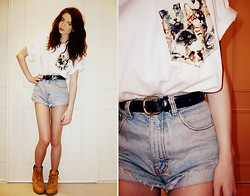 Hannah Louise - The Pocket Co. Cat Print T Shirt, Primark Belt, Vintage High Waisted Denim Shorts, Timberland Boots - Cats!