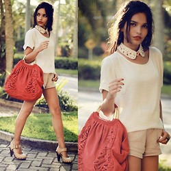 Alana Ruas - Chic Wish Collar, Zara Bag, Scaramuggio Shirt, Zara Shorts, Andarella Heels - To Bring me Love .