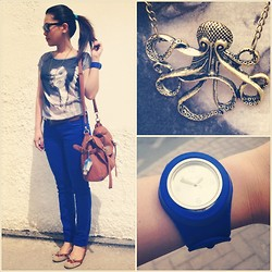 Jaque Aragon - Zara Tattered Jeans, Octopus Gold Necklace, Forever 21 Blue Rubber Snap, Koton Flats With Cutie Bow Tie, Ray Ban Wayfarer - Junior Camp