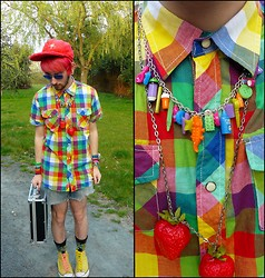 St David - Handmade Cap, New Yorker Shirt, Handmade Shorts, Vintage Kermit Socks, Claire's Colorful Necklace, Handmade Necklace - Rainbow guy.