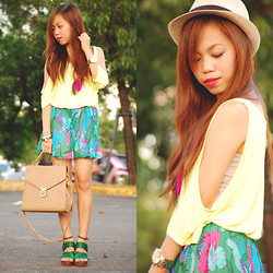 Kat M - Ichigo Strappy Green, Happyboon Feathers Necklace, Forever 21 Neon - HELLO COLORS!