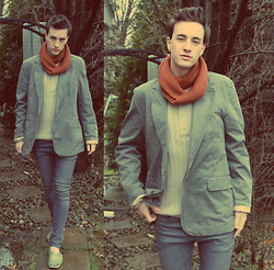 Tim Roddy - Lucky Blazer, Vintage Snood, H&M Sweater - Local Color