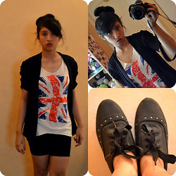 Natalia B - Bazaar Black C, Bazaar England Top!~, Brown Shorts, Mom Bought It From London Le Black Shoes - I love England!