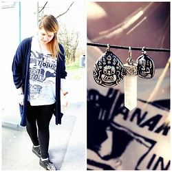 Nilya Aylin - Demonia Leo Creepers, H&M Sex Pistols Shirt, Gift Blue Cardigan, H&M Black Leggings, Xmas Market Crystal Necklace - Cross the line