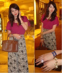 Carla Garcia - Forever 21 Top, Wtc Bazaar Loose Pants, Italy Brand Brown Leather Bag - Love is pain.. Pain is love..