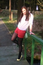 Tyna R. - Primark Flats, Camaieu Shorts, Cross Necklace - Red, Yellow & Green